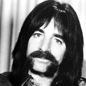 Harry Shearer as Derek Smalls