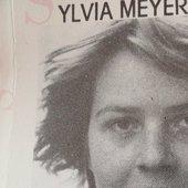 sylvia meyer,fuera de lugar