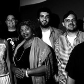 Kiko Dinucci e bando Afromacarrônico