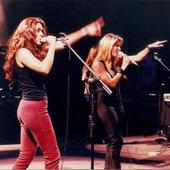 Ella Baila Sola en concierto
