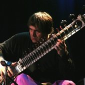 Laszlo Hortobagyi & Gayan Uttejak Orchestra