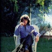 Neil Diamond in his garden