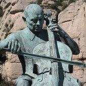 Centenary statue, by Josep Viladomat Montserrat