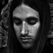 Richie James Follin