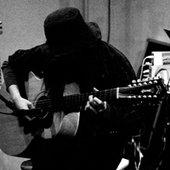 Japanese folk/psych guitarist TOMO