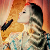 IlseDeLange as Bonny (Linda)