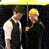 Gwyneth Paltrow, Matthew Morrison & New Directions
