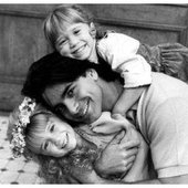 John Stamos with MaryKate and Ahsley Olsen