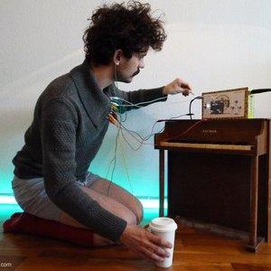 Imagem de 'Wake Me for Coffee'