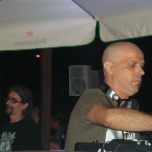 """DJ Desk One""的封面"