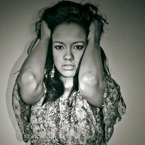 Bild för 'Selena Serrano'
