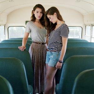 Bild für 'Lily & Madeleine'
