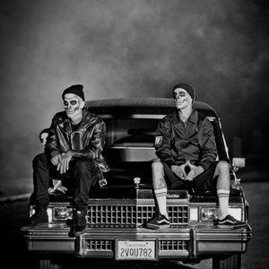 Image for 'Travis Barker & Yelawolf'