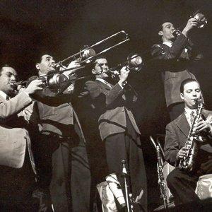 Bild för 'Glenn Miller & His Orchestra (Vocal Ray Eberle)'