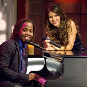 Image pour 'Victorious Cast feat. Leon Thomas III & Victoria Justice'