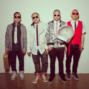 """Far East Movement""的封面"