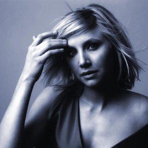 Image for 'Elliot (Sarah Chalke)'