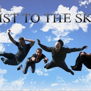 Imagem de 'Fist to the Sky'