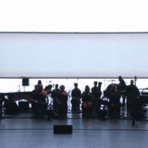 Bild für 'Alva Noto + Ryuichi Sakamoto with Ensemble Modern'
