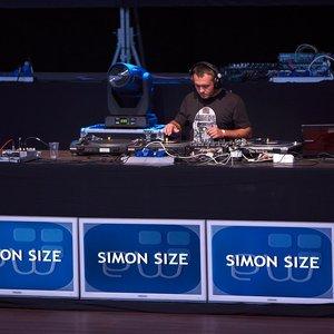 Image pour 'simon size'