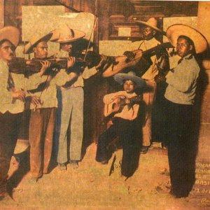 """Imagem de 'Mariachi Coculense """"Rodriguez"""" de Cirilo Marmolejo'"""
