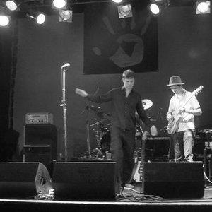 Bild för 'Red Hand Band'