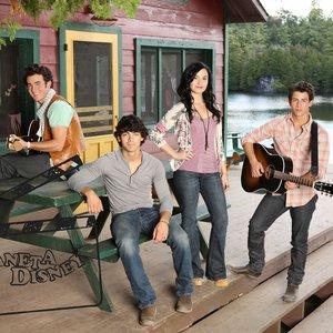 Image for 'Joe Jonas, Demi Lovato, Alyson Stoner, Anna Maria Perez de Taglé & Nick Jonas'