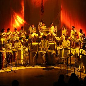 Bild för 'Letieres Leite & Orkestra Rumpilezz'
