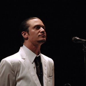 """Mike Patton""的封面"