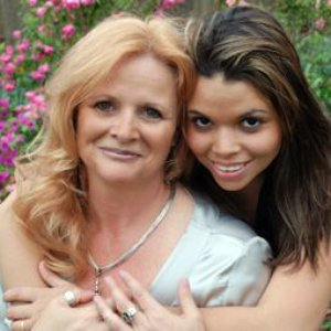 Imagem de 'P.C.Cast & Kristin Cast'