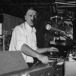 """""""DJ Adolf""""的封面"""