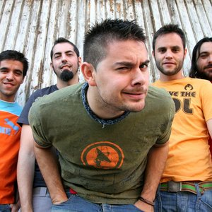 Bild für 'Despistaos, Rulo (de La Fuga) y Kutxi Romero (de Marea)'