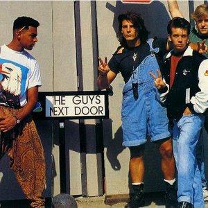 Imagem de 'Guys Next Door'