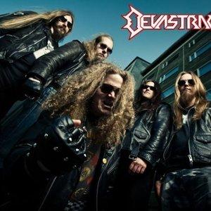 Bild för 'Devastracktor'