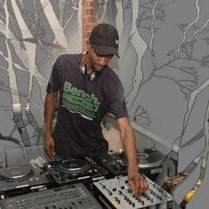 Image pour 'DJ Style'