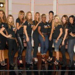 Image for 'Fergie, Beyoncé, Mariah Carey, Miley Cyrus, Nicole Scherzinger, Rihanna, Mary J. Blige, Sheryl Crow, Melissa Etheridge, Ashanti, Natasha Bedingfield, Keyshia Cole, Leona Lewis, LeAnn Rimes e Carrie Underwood'
