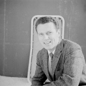 Image for 'Dennis Farnon'