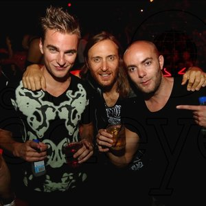 """David Guetta & Showtek""的封面"