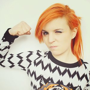 """Emma Blackery""的封面"