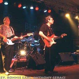 Bild für 'Ronnie Earl & The Broadcasters'