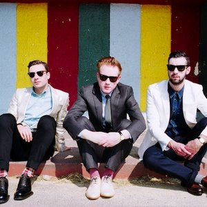'Two Door Cinema Club'の画像