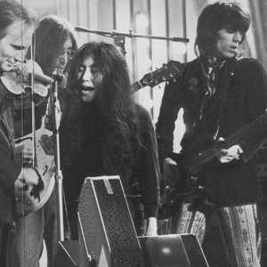 Imagem de 'Yoko Ono And Ivry Gitlis With The Dirty Mac'