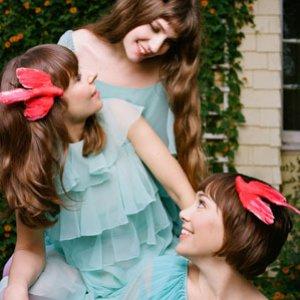 Imagem de 'The Living Sisters'